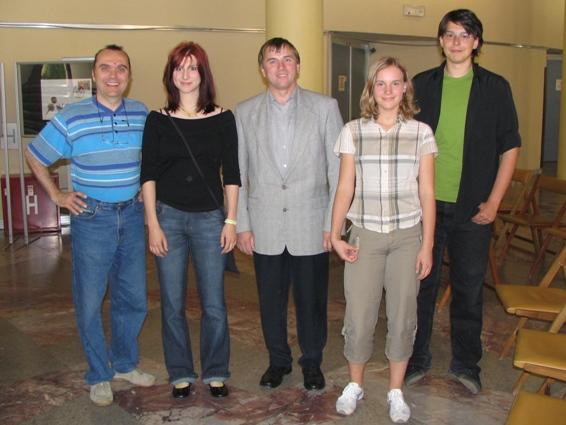 Leta 2005 smo na razstavi v Trbovljah prejeli najvišje ocene. Zmagovalci z leve: Vencelj Ferant, Lara Plavčak, mentor Marjan Plavčak, Nejka Golič in Žiga Hriberšek